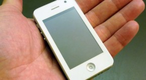 iPhoneミニはポリカーボネート製?